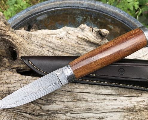 Jagdmesser mit Griff aus Stellerischer Seekuh fossil